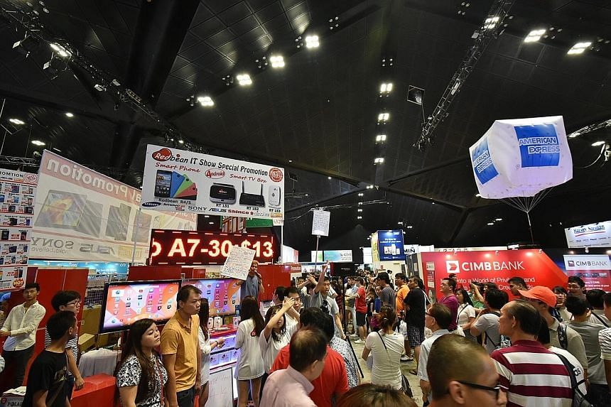 The Comex exhibition halls at Suntec Singapore Convention and Exhibition Centre were so jam-packed at about 4.30pm yesterday that ushers had to temporarily stop people from accessing levels 4 and 6 for about 15 minutes to ease the congestion.