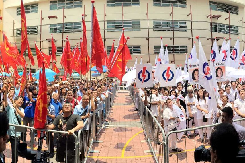 WP and PAP supporters at Fengshan nomination centre.