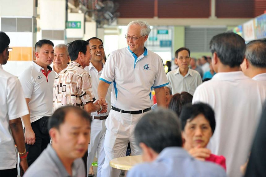 ESM Goh Chok Tong (center), with the PAP Aljunied GRC candidates, Yeo Guat Kwang, Victor Lye, Shamsul Kamar, K. Muralidharan Pillai, and Chua Eng Leong, visiting residents of Aljunied GRC at Bedok 538 Market and Food Centre on Sept 06 2015.