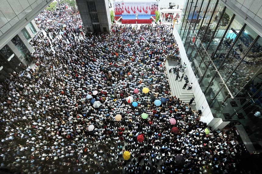 The packed square beside UOB Plaza during Singapore Democratic Party's lunchtime rally on the last day of campaigning in GE2011.