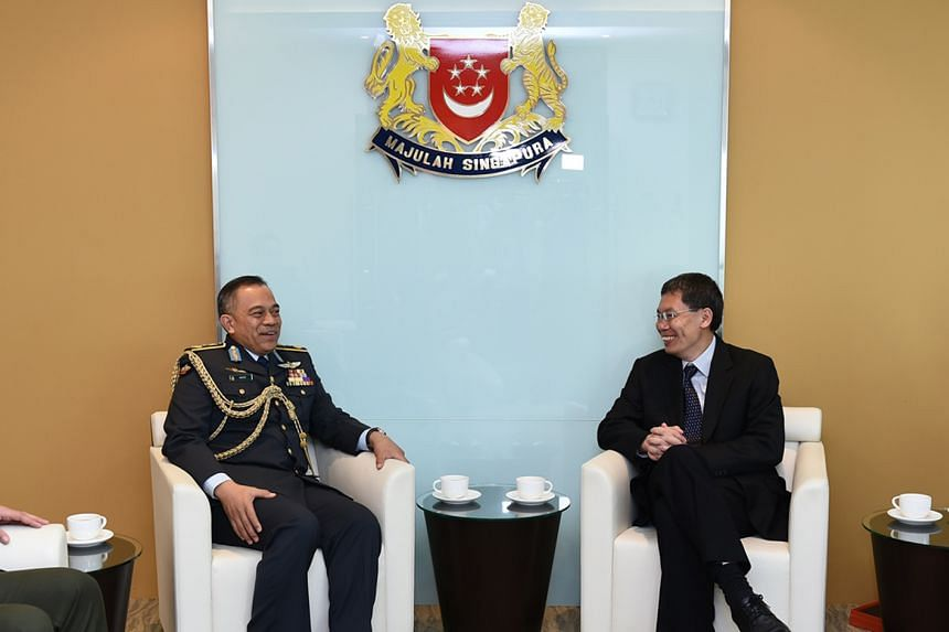 Dato Seri Pahlawan Haji Wardi bin Haji Abdul Latip (left), with Second Minister for Defence Mr Lui Tuck Yew (right) at the Ministry of Transport on Sept 8, 2015.