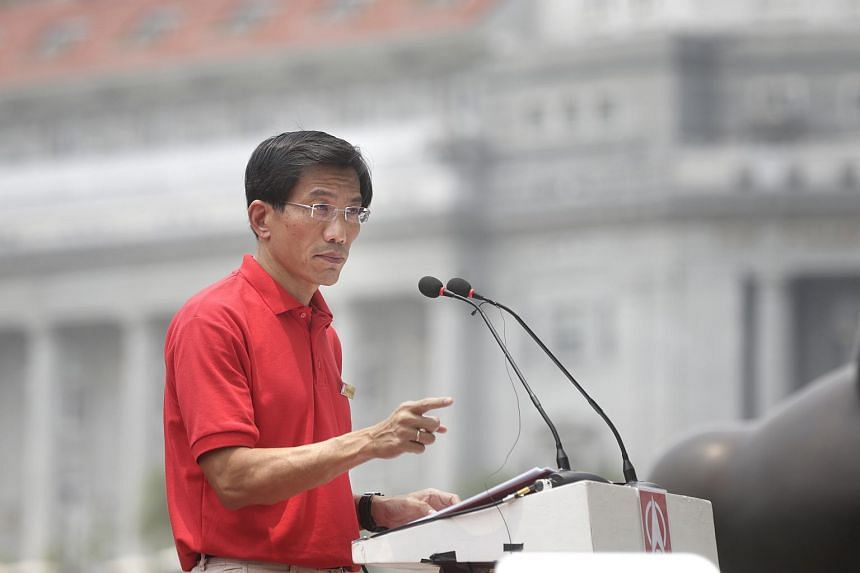 Dr Chee speaking during a lunchtime rally at UOB Plaza Promenade on Sept 7, 2015.