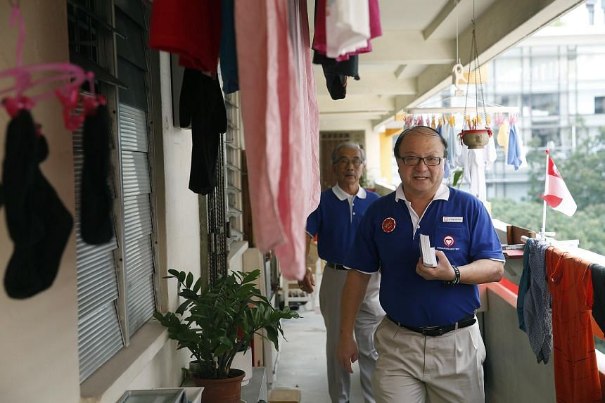 Dr Ang Yong Guan (front), candidate for Singaporeans First Party, goes on a walkabout at 2 Tanjong Pagar Plaza on Aug 29, 2015. Accompanying him is 70-year-old party member Lim Oo.