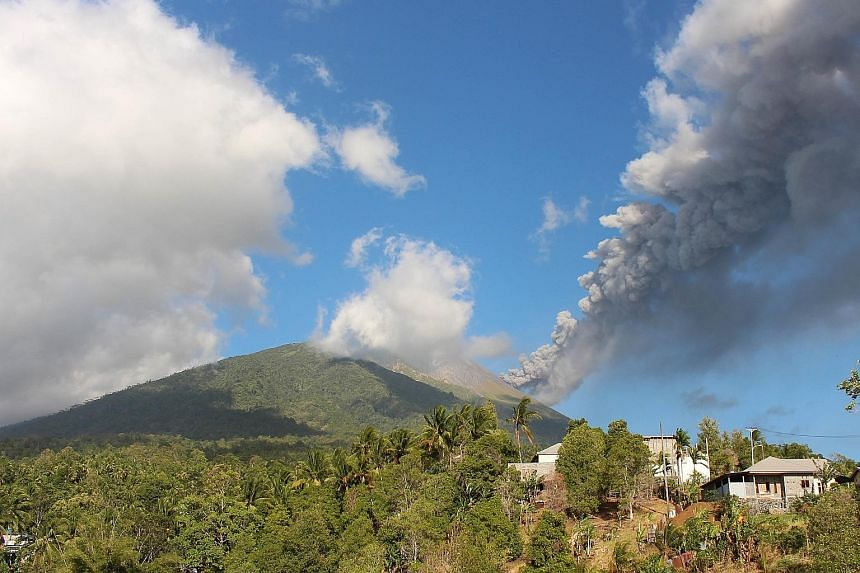 Mount Gamalama spewing volcanic ash on the eastern Indonesian island of Ternate, North Maluku province, yesterday. The ash cloud from the erupting volcano reached a height of 1,000m, disrupting services at the Sultan Babullah airport for about 21/2 h