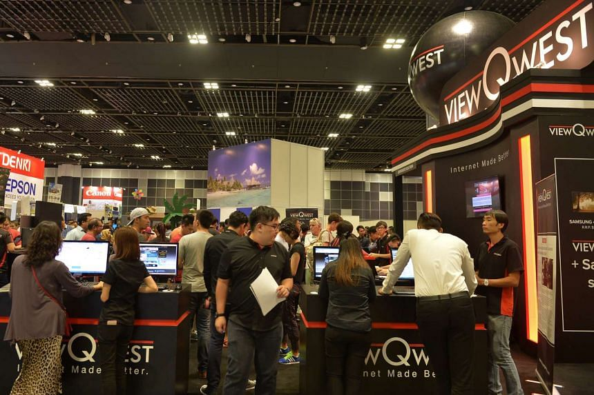 Visitors at ViewQwest booth on the first day of COMEX 2015 in Hall 4 of Suntec Singapore Convention and Exhibition Centre.