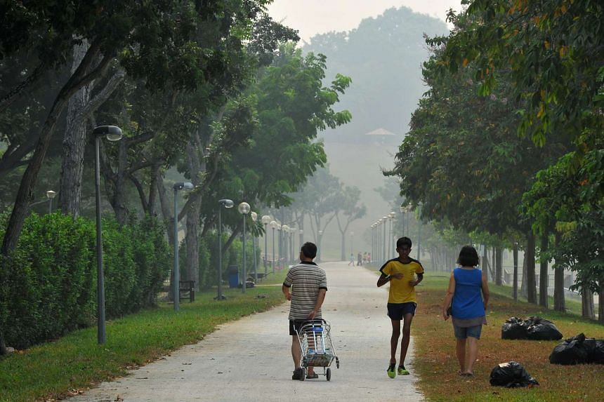 Joggers at Bedok Reservoir Park at 4.32pm on Sept 10, when the 3-hour PSI was 138.