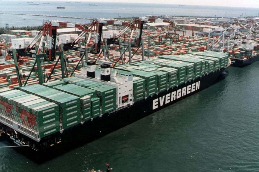 Taiwan's Evergreen Group ordered 10 containerships from Japan's largest shipbuilder.