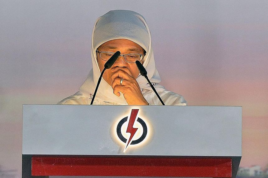 Madam Halimah mentions the death of her mother in her speech at Jurong West Stadium after the result is announced.