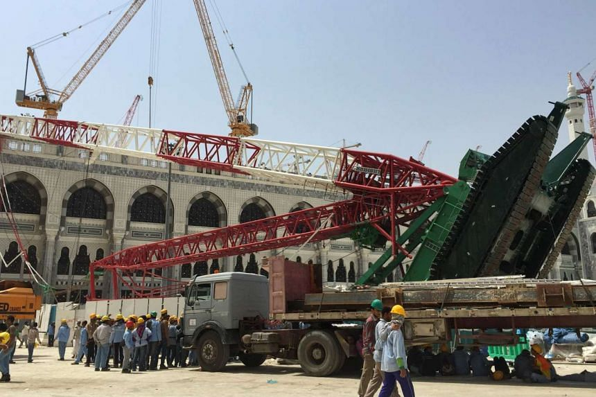 The construction crane which crashed in the Grand Mosque in Mecca.
