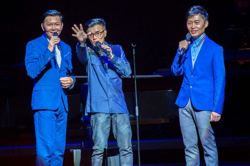 Jimmy Ye (centre) sharing the stage with xinyao pioneers Hong Shaoxuan (left) and Liang Wern Fook (right).