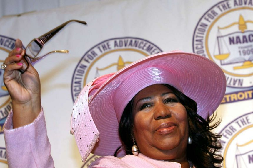 Singer Aretha Franklin waves as she is introduced during the NAACP 54th Annual Fight for Freedom Fund Dinner  in Detroit, Michigan in 2009.