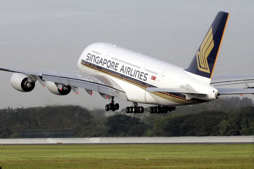 A Singapore Airlines A-380 travelling from Tokyo to Los Angeles was forced to turn back after vibrations were encountered in one of the plane's four engines.