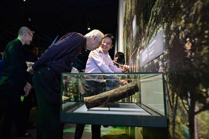Minister Lawrence Wong (right) and ESM Goh Chok Tong (centre) looking at an exhibit which can imbue a sense of smell of each exhibit for visitors to smell.