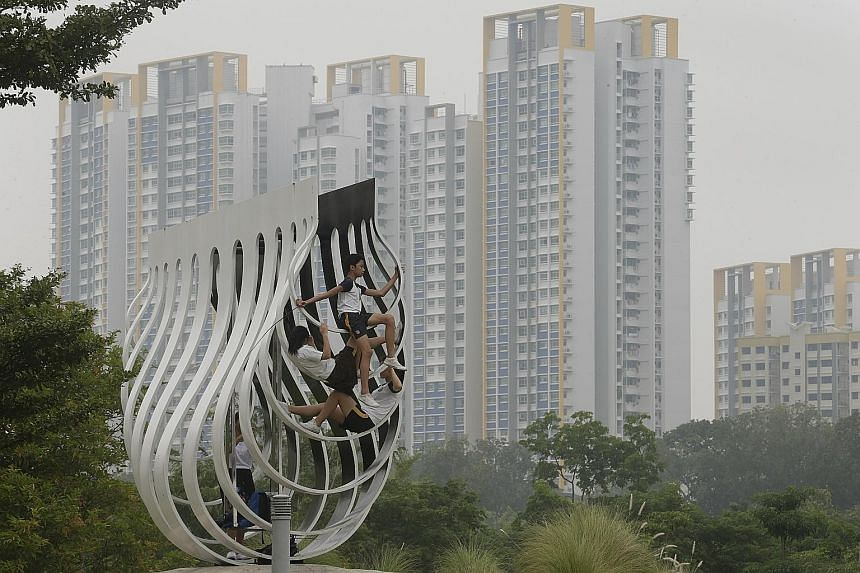 Children at a sculpture in Bishan Park at 2.15pm yesterday. Haze from fires in Indonesia's Kalimantan has continued to spread west to the sea south of Singapore, according to the National Environment Agency.