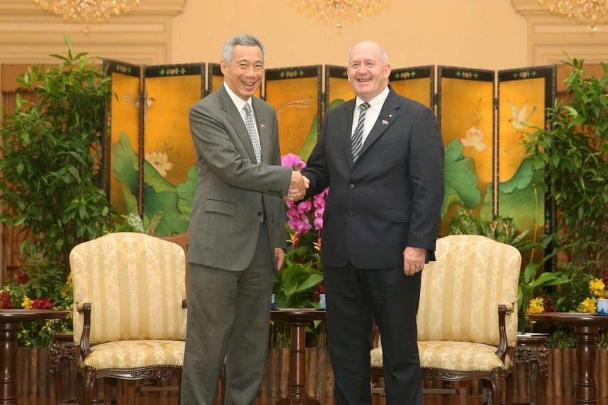 Prime Minister Lee Hsien Loong (left) meets with Australia Governor-General Peter Cosgrove (right), at the Istana on Sept 22, 2015.