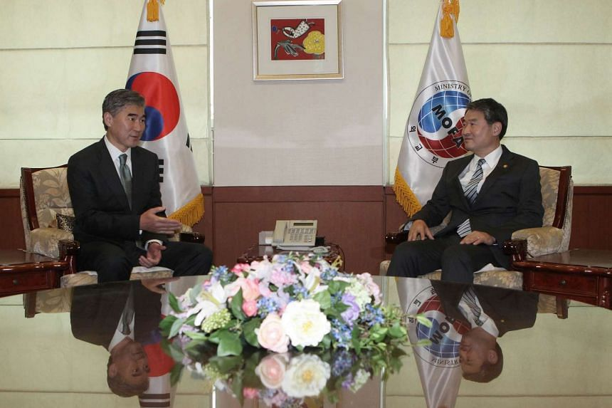US Special Representative for North Korea Policy Sung Kim (left) talks with South Korean First Vice Foreign Minister Cho Tae-yong during their meeting at the Foreign Ministry in Seoul on Sept 23, 2015.