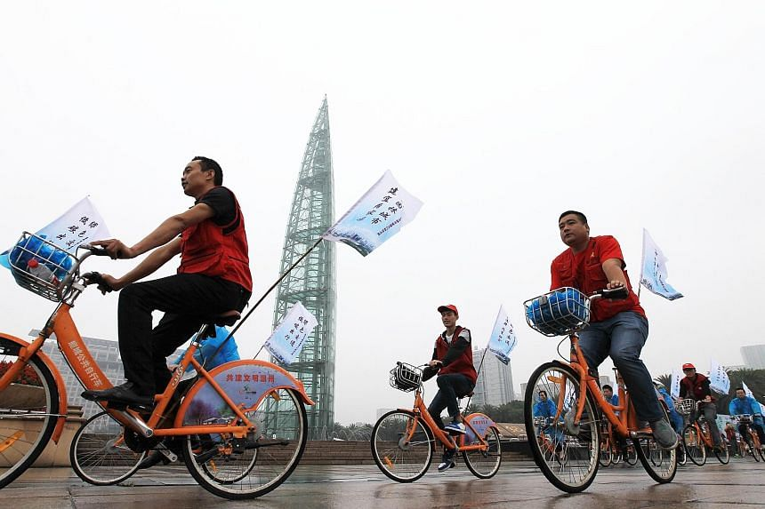 Nearly 100 cycling enthusiasts riding in Wenzhou city, Zhejiang province, on World Car-Free Day yesterday. Beijing's traffic index - which measures road congestion on a scale of zero to 10 - hit 9.1 in parts of the capital yesterday morning, although