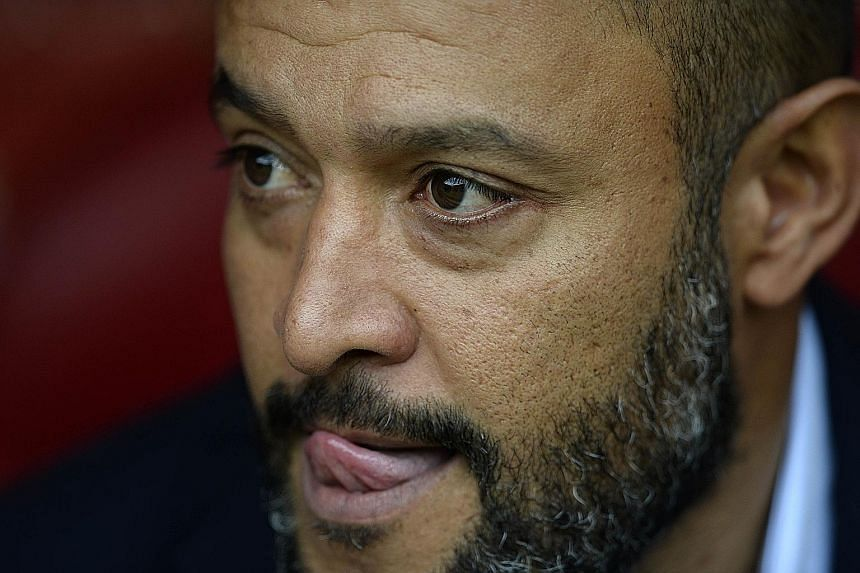 Valencia coach Nuno Santo is being blamed for the team's woes just a month into the season.