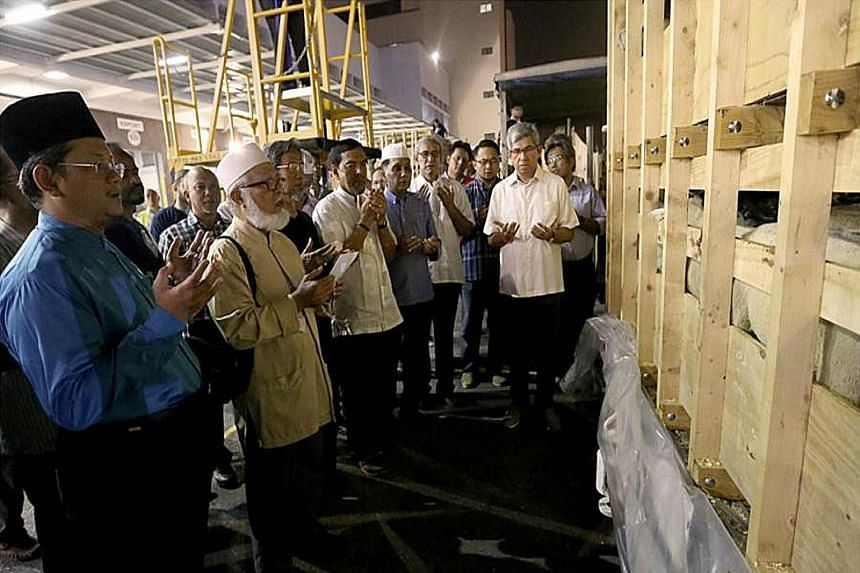Dr Mohamed Fatris Bakaram (left), Mufti of Singapore, and Dr Yaacob Ibrahim (right), Minister for Communications and Information and Minister- in-charge of Muslim Affairs, were among those receiving livestock at the Changi Cargo Complex yesterday.