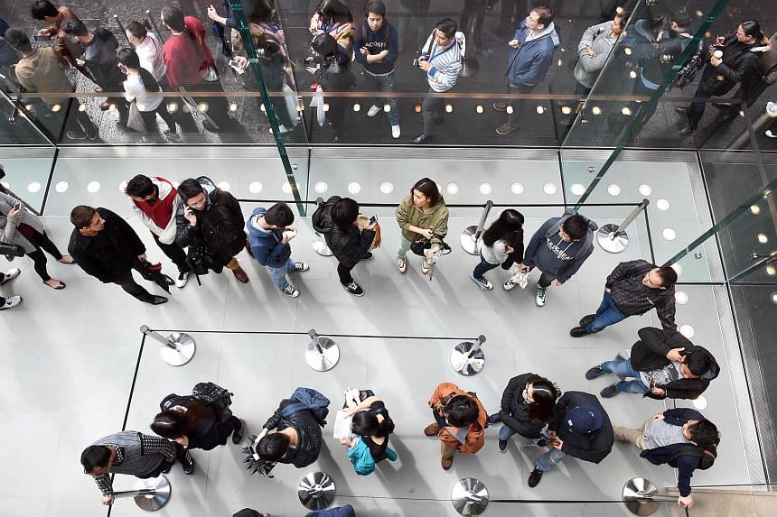 Customers queue during the release of the Apple iPhone 6s in Sydney on Sept 25, 2015.