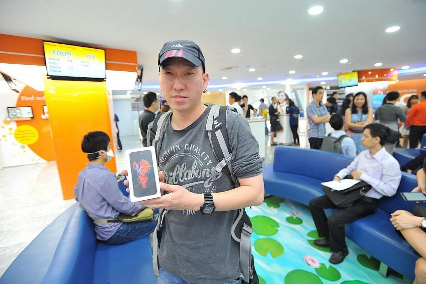 Mr Ken Koh, 37, a technician, is the first customer to get an iPhone 6S.