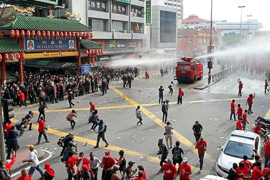 The Malaysian police used minimal force to disperse the 'Himpunan Rakyat Bersatu' protesters who tried to enter Petaling Street in Kuala Lumpur despite being warned not to do so during the Sept 16, 2015 pro-government demonstration.