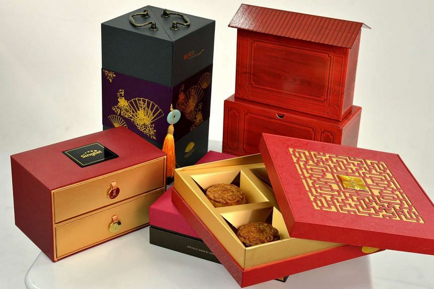 Many companies are still giving out corporate mooncake gifts even though the economic outlook is uncertain.