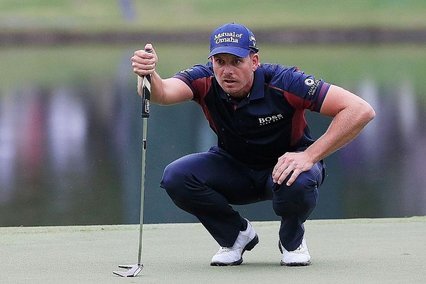 Henrik Stenson lining up a putt on the 17th green during the first round of the Tour Championship. The Swede has yet to win any tournaments this season.
