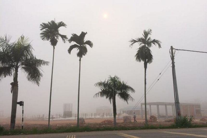 The hazy situation in Segamat at around 9.30am on Saturday.