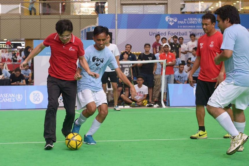 (From left) MCCY minister Lawrence Wong, Suhaimi bin Sudar, Fandi Ahmad and Abdul Mahdi bin Abdul Rahman in a friendly match at a community event on Sept 27, 2015, to raise awareness for the Asean Para Games.