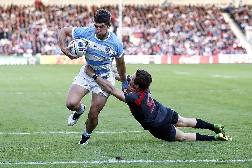 Tomas Cubelli goes past Georgia's Vasil Lobzhanidze before scoring the second try for Argentina.