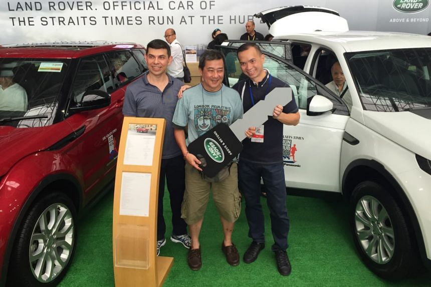 Winner of the Land Rover Discovery Mr Mike Lee (centre) with The Straits Times editor Warren Fernandez (left) and Mr Dennis Lim, Land Rover sales assistant general manager from Wearnes Automotive.