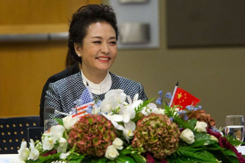 Peng Liyuan, wife of Chinese president Xi Jinping, listening to a presentation at the Fred Hutchinson Cancer Research Center during a tour of the facility in Seattle, Washington, on Sept 23, 2015.