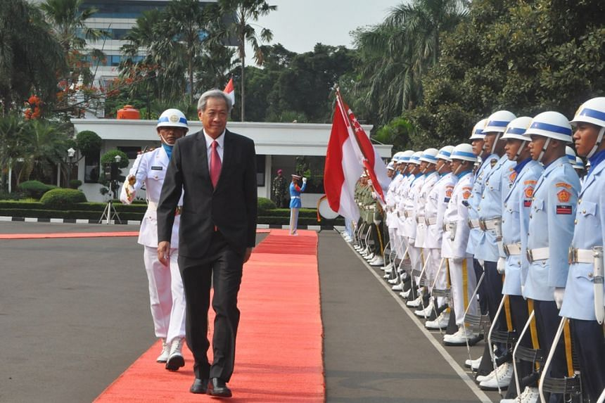 Dr Ng inspecting a Guard of Honour at Indonesia's Ministry of Defence.