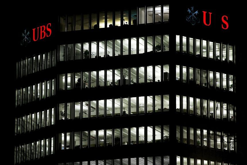 Switzerland's competition watchdog is looking at whether Julius Baer, UBS, Deutsche Bank, HSBC, Barclays, Morgan Stanley and Mitsui conspired to set bid/ask spreads in the precious metals, including gold, silver, platinum and palladium. The major ban