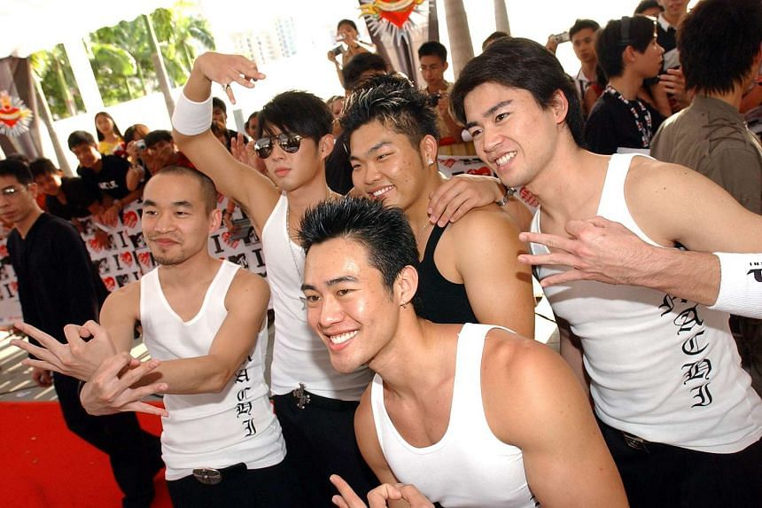 Jeff Huang (let) and his hip-hop group Machi  arrive for the MTV Asia Awards 2004 together with Vanness Wu (second from left) at the Singapore Indoor Stadium.