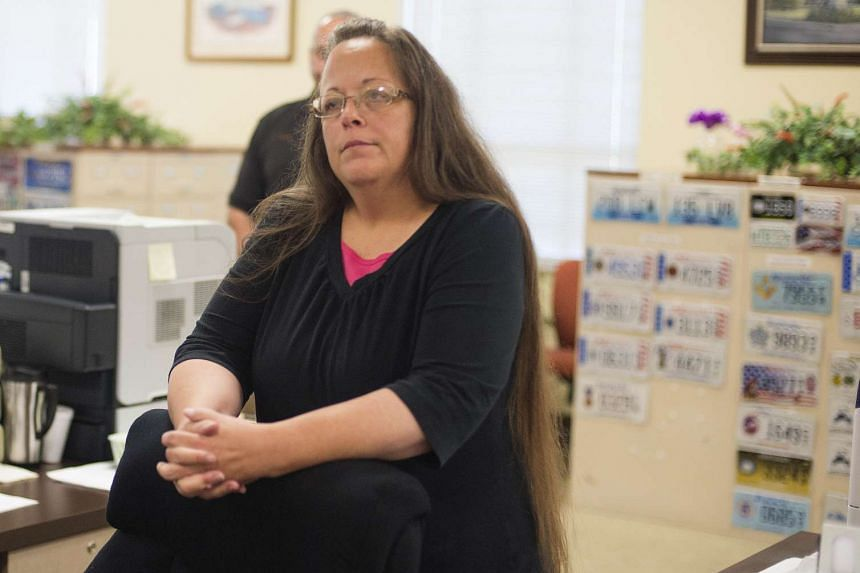 Pope Francis secretly met Kim Davis, a Kentucky county clerk who was jailed for refusing to issue marriage licenses to gay couples, and gave her words of encouragement at the Vatican embassy in Washington last Thursday during his visit to the United