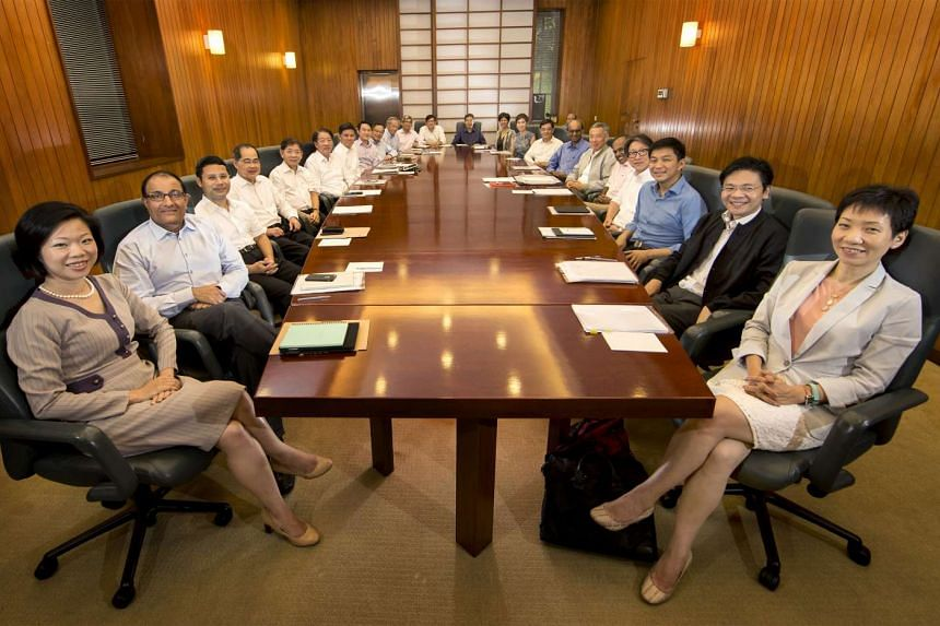 Prime Minister Lee Hsien Loong and his colleagues at their last Cabinet meeting on Wednesday, Sept 30, 2015.