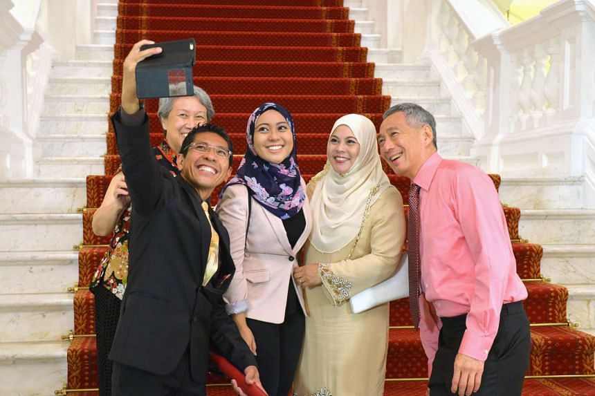 Dr Maliki Osman taking a selfie with PM Lee Hsien Loong at the swearing-in ceremony.