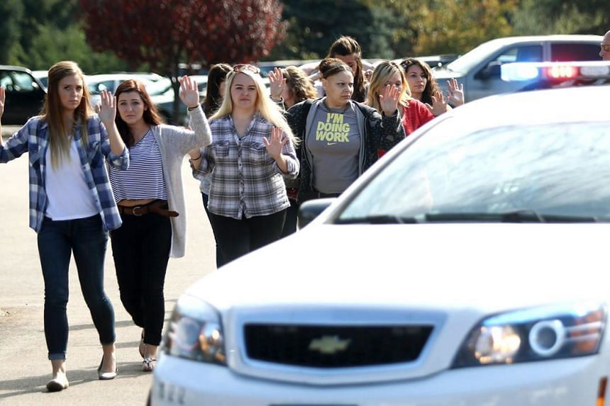 Students, staff and faculty members being evacuated from Umpqua Community College in Roseburg, Oregon, after a deadly shooting at the school on Oct 1, 2015.