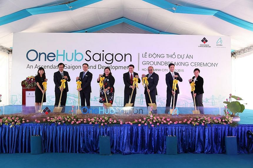 Guest of honour Leow Siu Lin (fourth from left), Singapore's Consul-General in Ho Chi Minh City, at the ground-breaking ceremony for the first phase of the construction of OneHub Saigon.