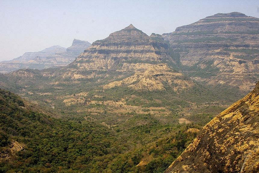 A University of California, Berkeley, photo of the layered lava flows of the Deccan Traps in India. The Deccan eruptions lasted 420,000 years and extruded enough lava to cover the continental US to a depth of 180m.