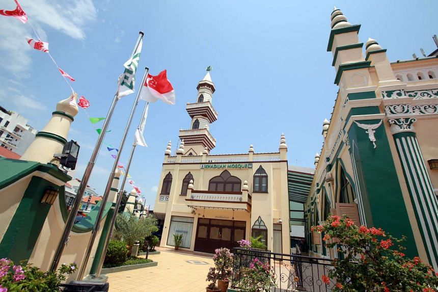 Unlike more contemporary, modern mosques which adapt features from Middle Eastern mosques, the Khadijah Mosque did not have a minaret or a dome when it was built.