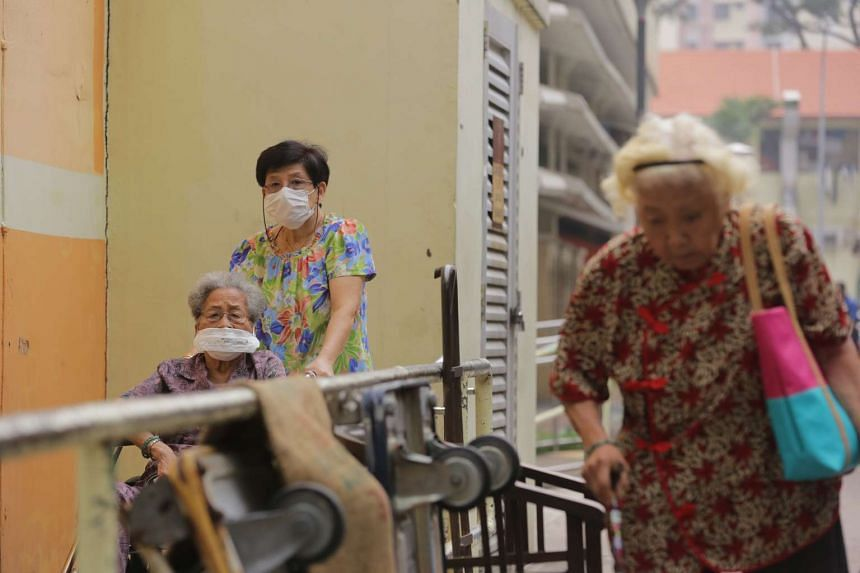 The elderly wearing masks as PSI levels reach unhealthy levels at Commonwealth Drive on Oct 3, 2015.