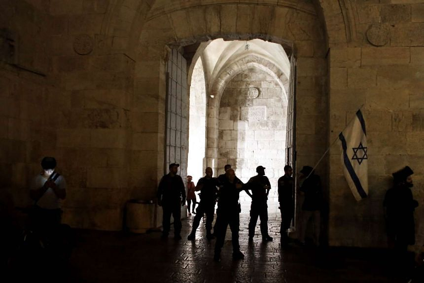 Israeli police blocking access to one of the gates of Jerusalem's Old City as Israeli extreme far-right supporters demonstrate against Palestinians, on Oct 3, 2015.