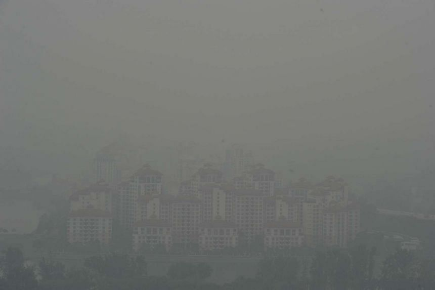 Haze outlookaround Tanjong Rhu condo at 9.26am when the 3-hour PSI at 9am was 142 on Oct 5, 2015.