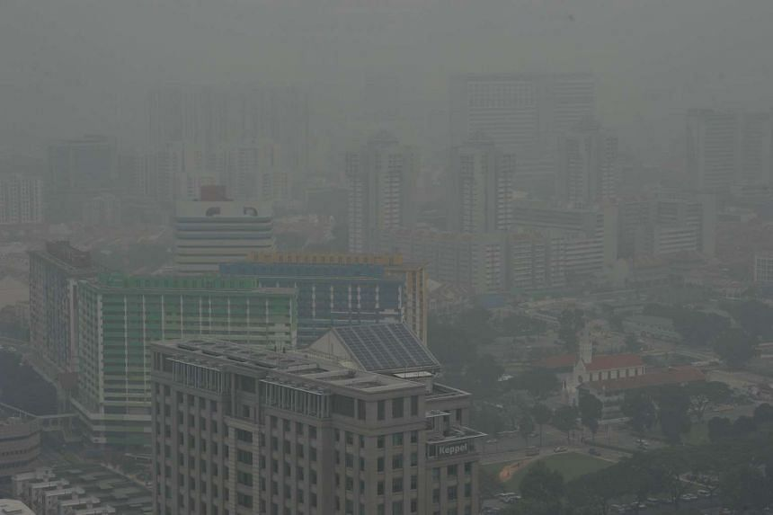 Hazy outlook around Bugis at9.30am when the 3-hour PSI at 9am was 142 on Oct 5, 2015.