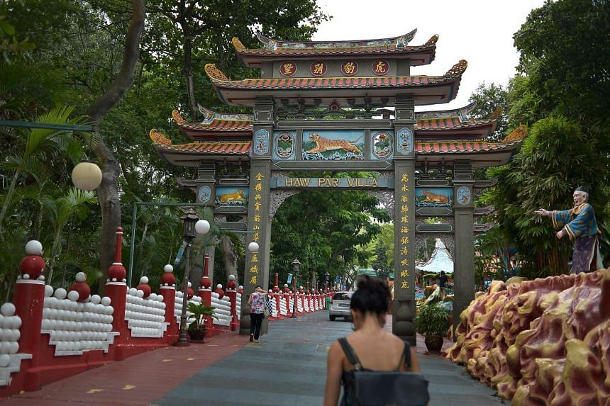 A gate at the park's entrance, an exhibit from the 10 Courts of Hell and a pagoda over the water.
