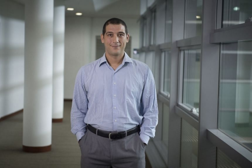 SMU Assistant Professor of Finance Gennaro Bernile was awarded an Ig Nobel Prize for his research into the influence of early-life disasters on the behaviour of chief executive officers.
