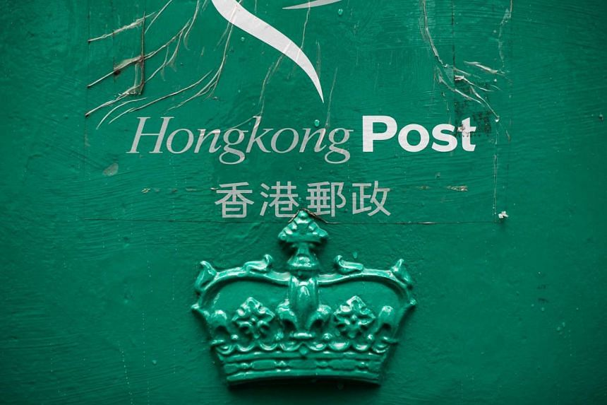 Plans to cover up royal British insignia on historic mail boxes on Hong Kong have been met with criticism from conservative politicians on the island.